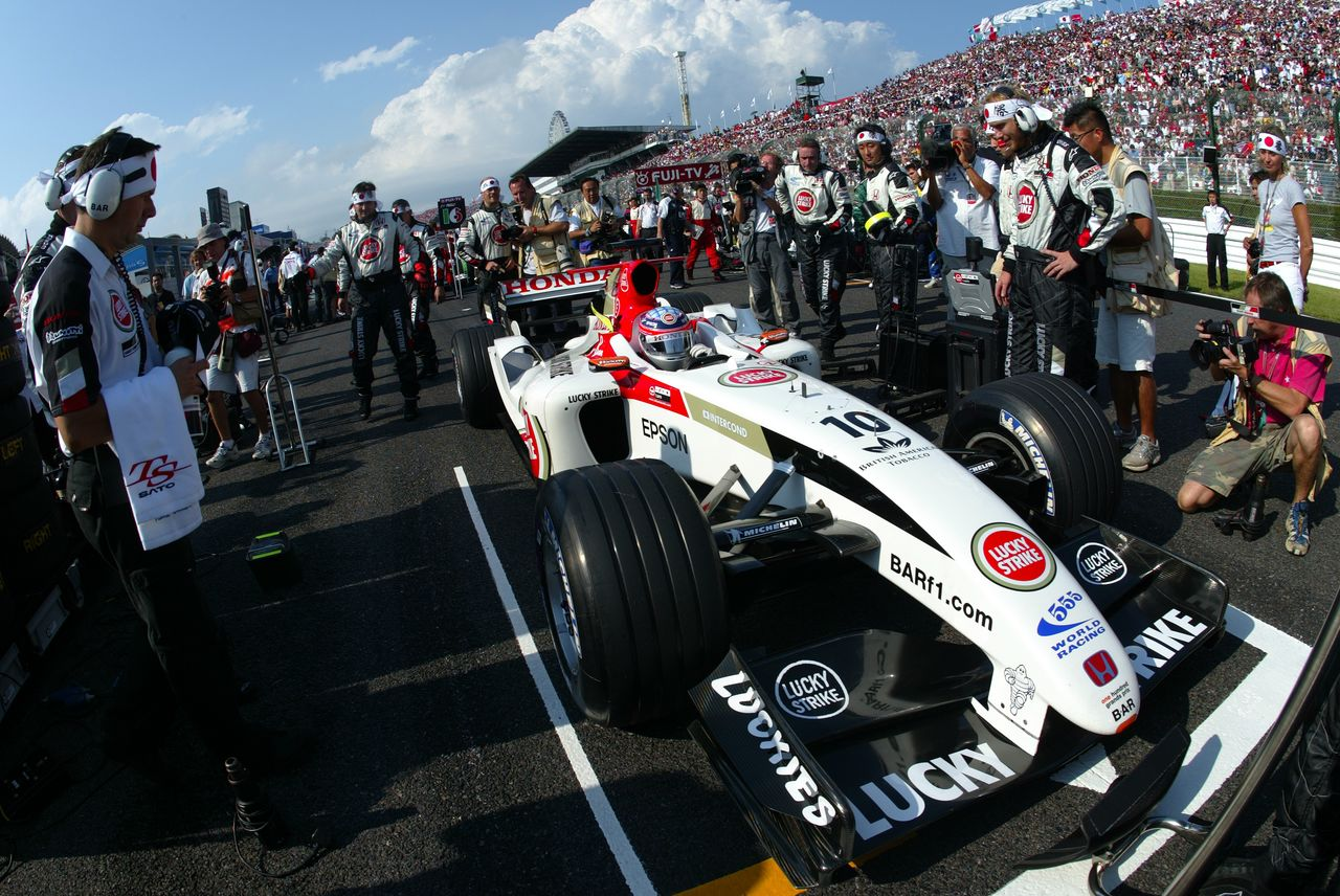 Satō berguling ke jalur pit setelah menempati posisi ketiga di Grand Prix Amerika Serikat 2004.