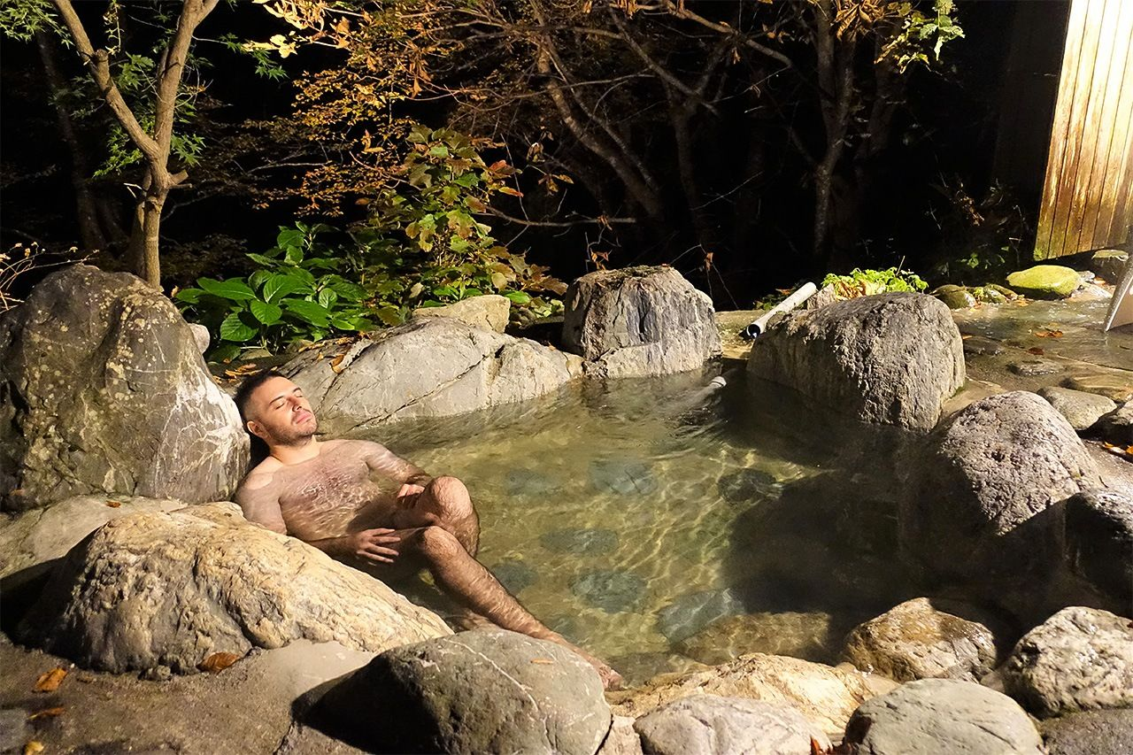 The stone outdoor bath, built by chief priest Asami himself, took one year to complete. He filled it with water from a mineral spring bubbling up from underground in the foothills that he ferried back by car.