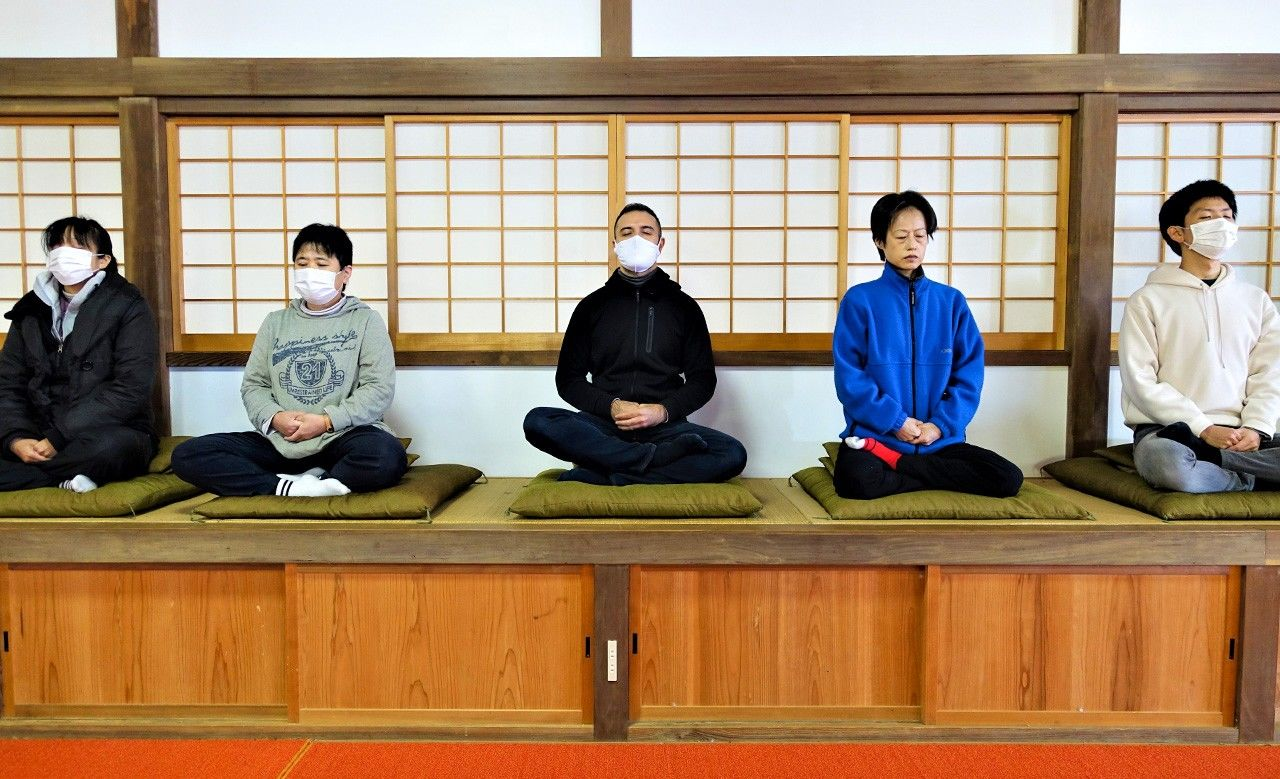 The basic sitting pose is right foot over left thigh, left foot over right thigh. If that is too difficult, seiza (sitting with legs folded under oneself) is allowed.