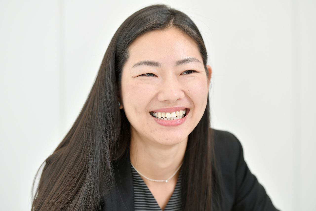 Utsumi Kana of IBJ says companies need to be willing to adjust. (Photograph by Ikazaki Shinobu)