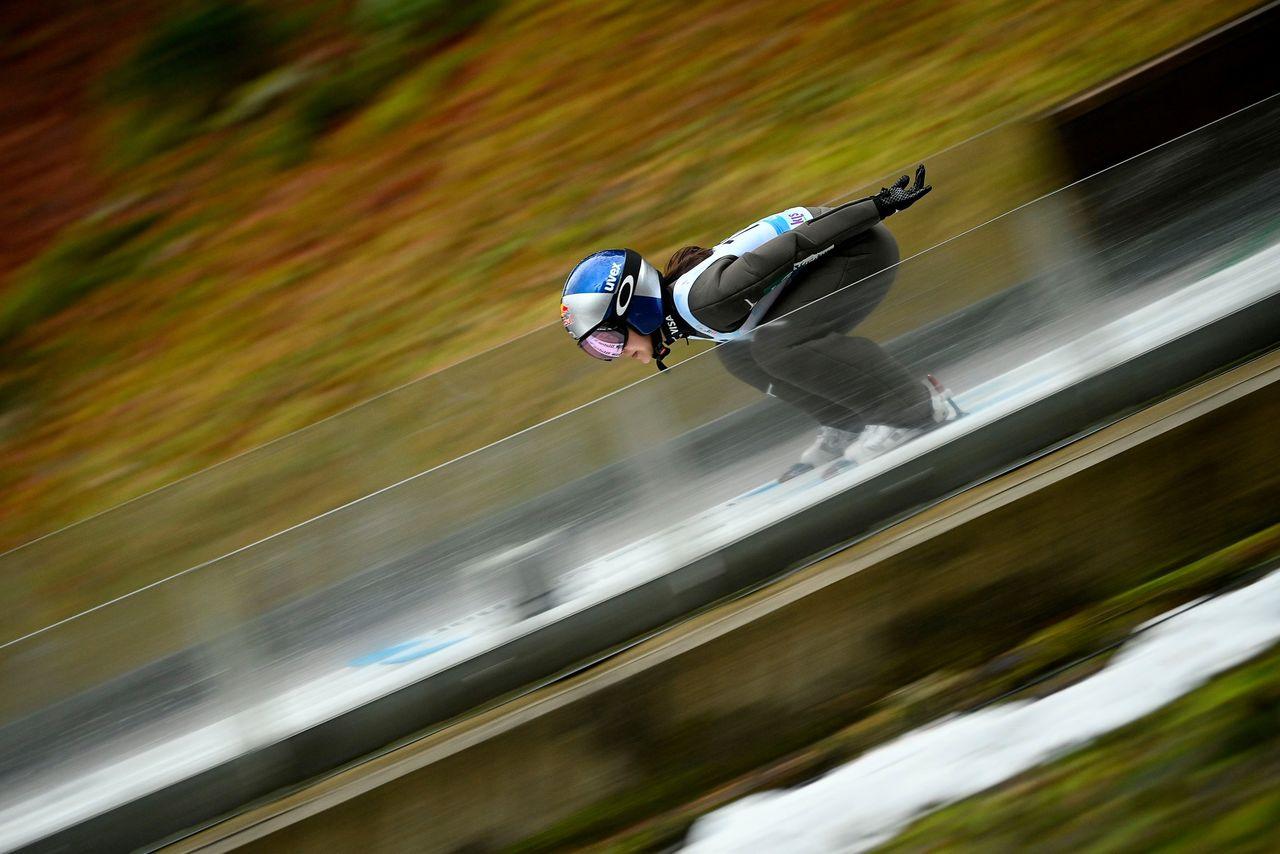 Pelari Takanashi dipelajari oleh atlet luar negeri. (© AFP / Jiji)