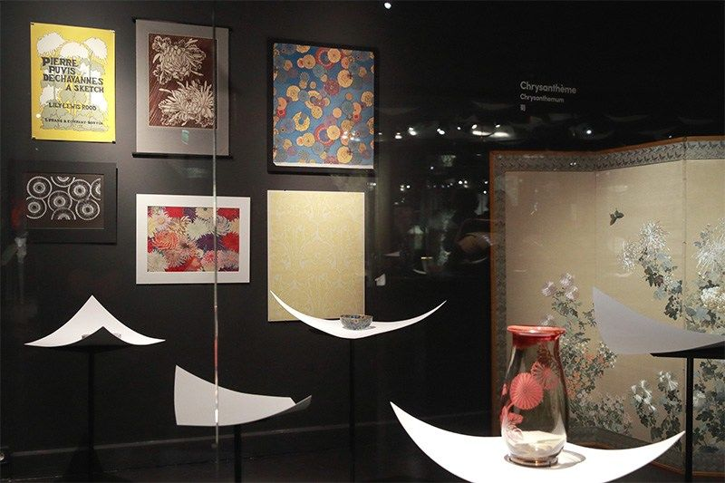 This corner brings together works featuring a chrysanthemum theme.