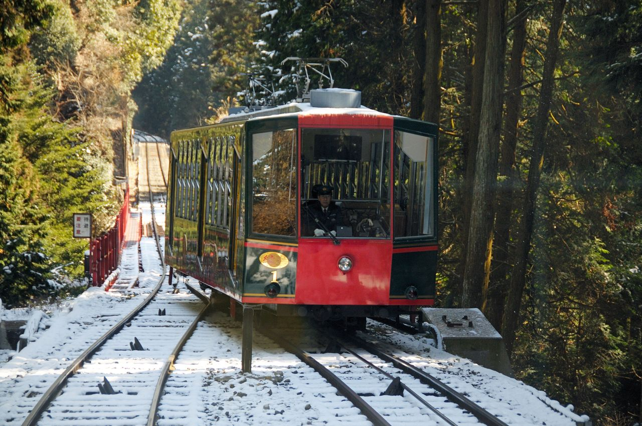 The Hieizan Railway Line connects the foothills of Ōtsu in Shiga Prefecture to the top of Mount Hiei.  Photo taken in 2009. (© Jiji)