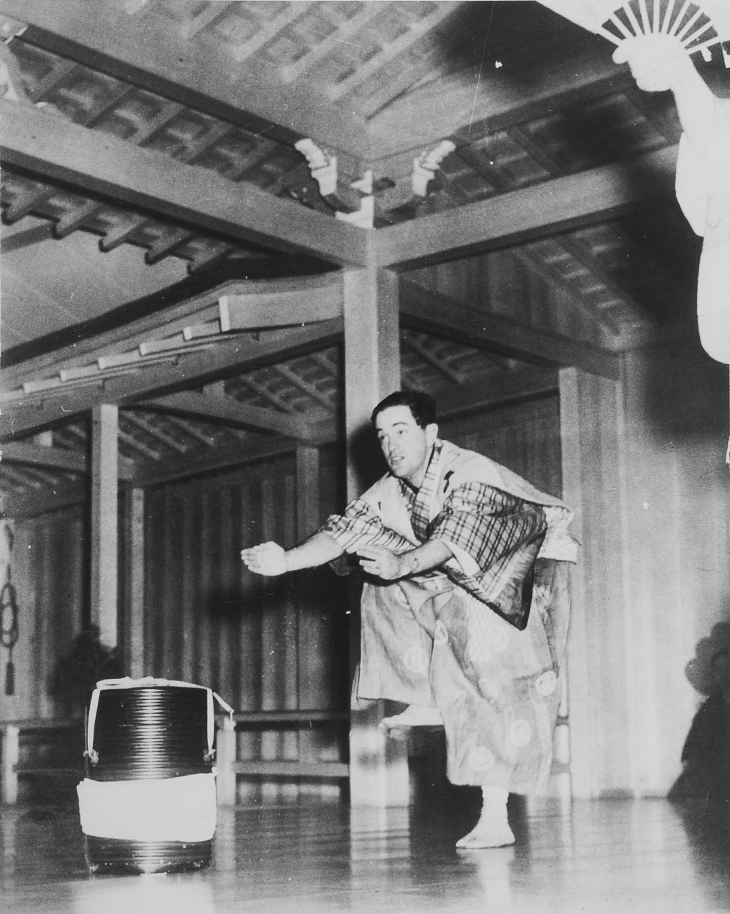Donald Keene performs as the servant Tarōkaja in a kyōgen performance in Tokyo on September 13, 1956. (© Watabe Yūkichi; courtesy Donald Keene Center Kashiwazaki)