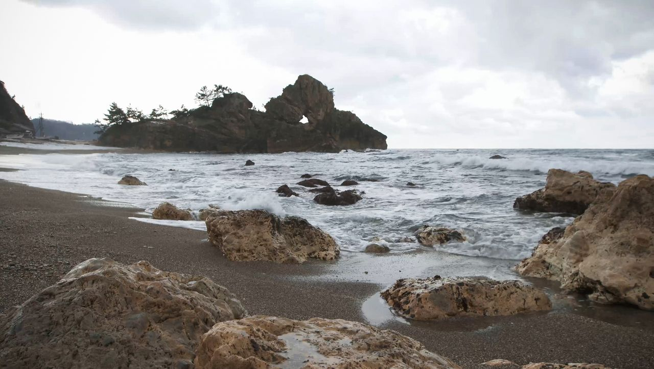 Madoiwa forms a fantastical sight on the rough winter sea.