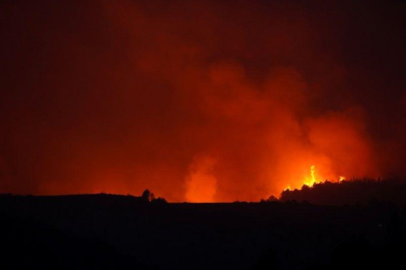 FILE PHOTO: Un incendie s'est déclaré à Giaratana, en Sicile, le 11 août 2021. (Reuters) / Antonio Parinello / File Photo