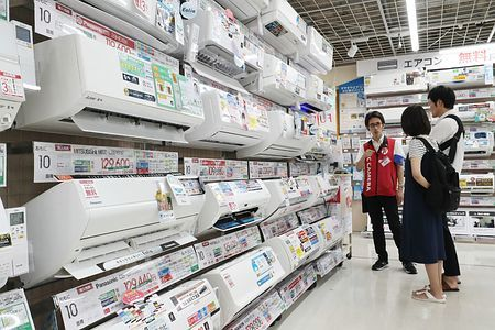 Summer Products Sell Well in Japan amid July Heat | Nippon com
