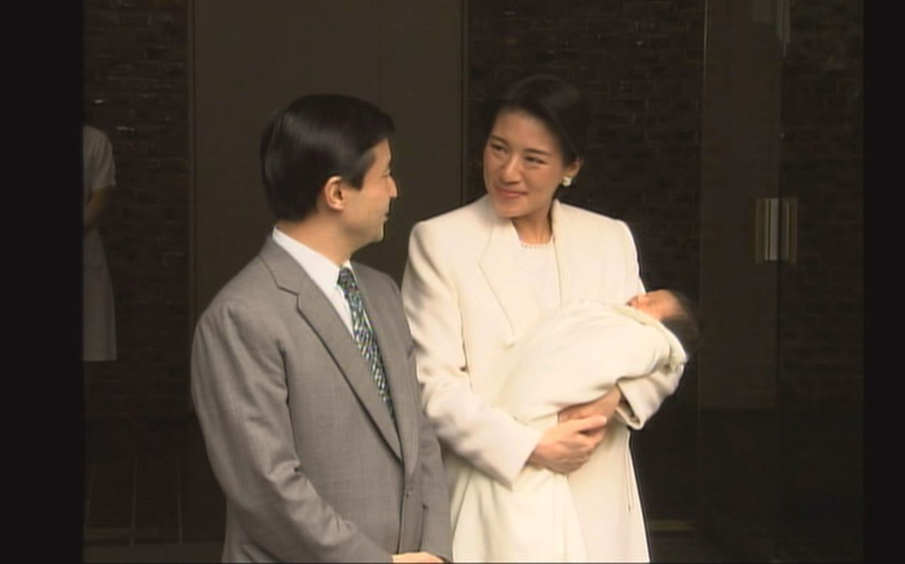 The royal couple outside the Hospital of the Imperial Household following the birth of Princess Aiko.