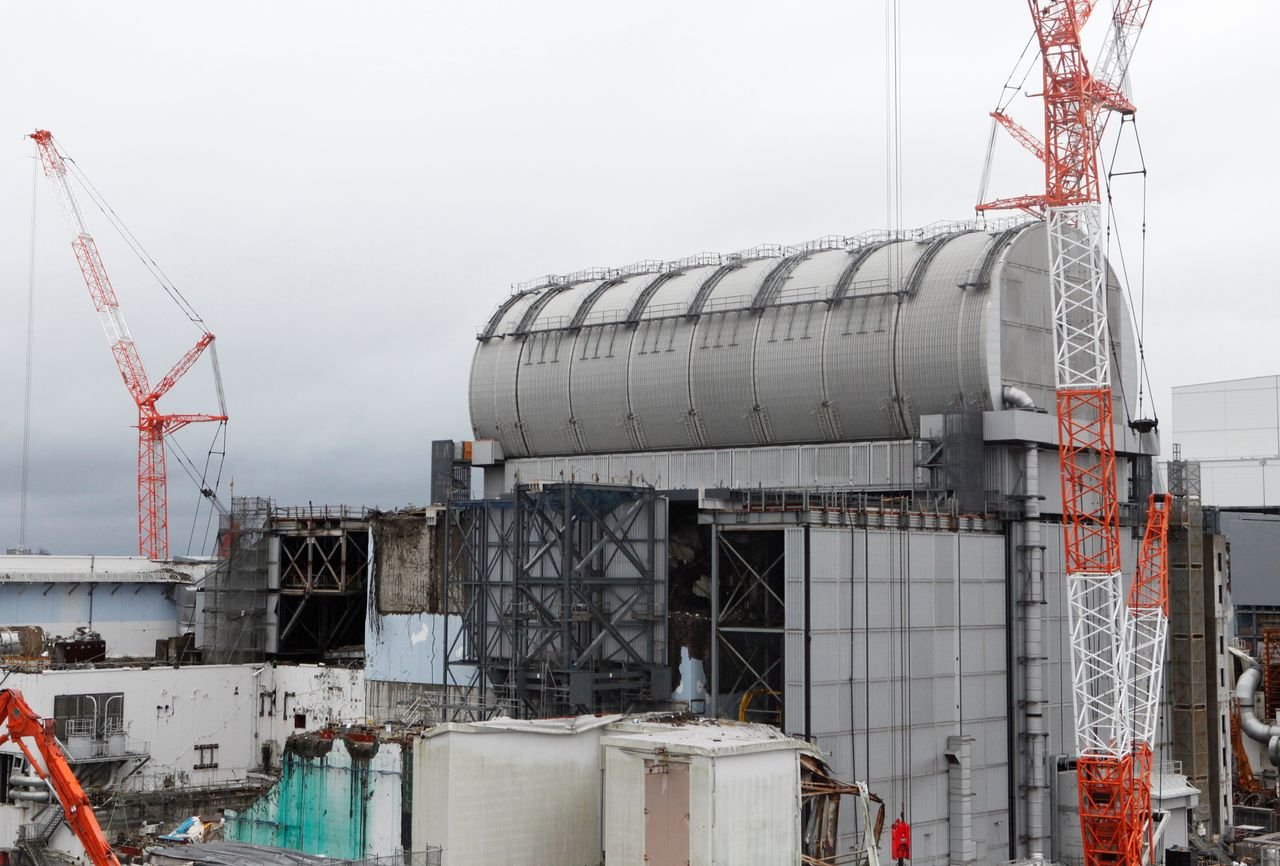 FILE PHOTO: The top of the damaged No.3 reactor building is seen at Tokyo Electric Power Co's (TEPCO) tsunami-crippled Fukushima Daiichi nuclear power plant in Okuma town, Fukushima prefecture, Japan January 15, 2020. Picture taken January 15, 2020. REUTERS/Aaron Sheldrick