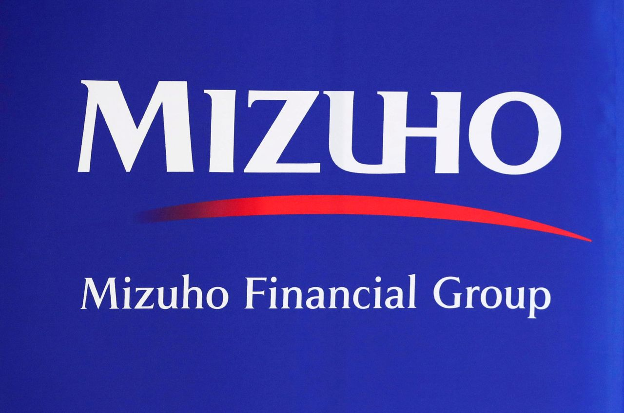 FILE PHOTO: Mizuho Financial Group logo is seen at the company's headquarters in Tokyo, Japan August 20, 2018. REUTERS/Toru Hanai/File Photo