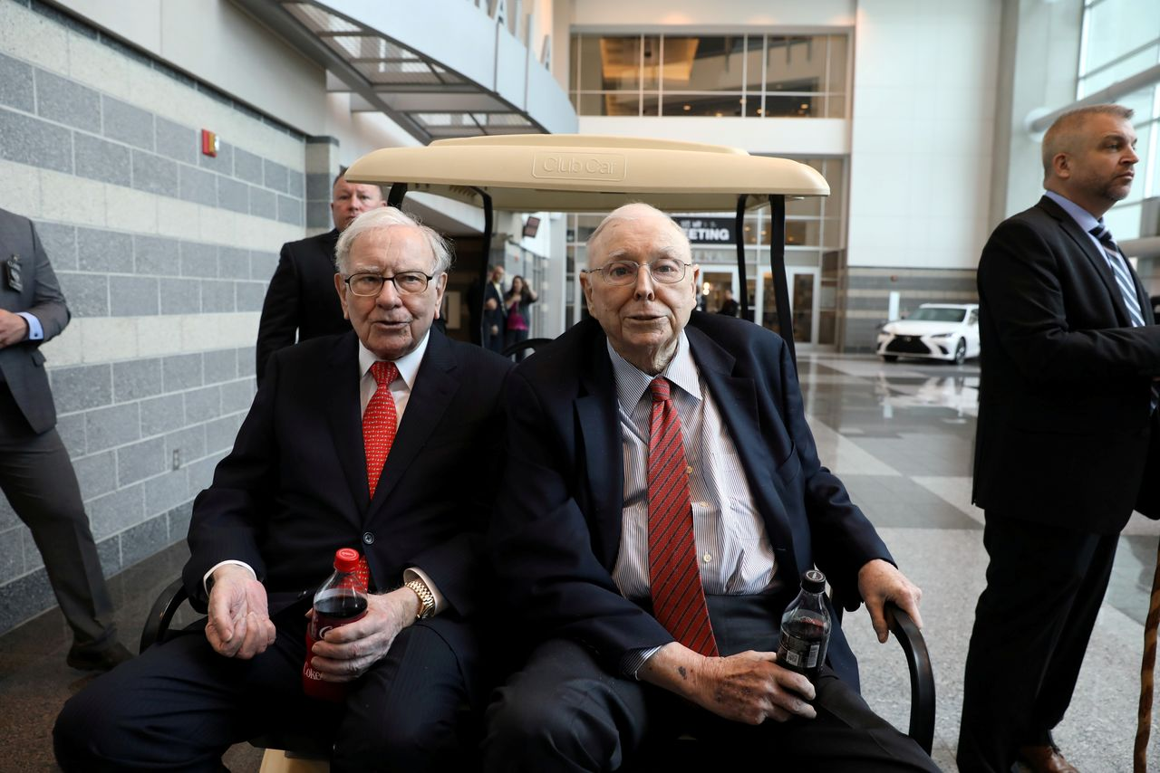 FILE PHOTO: Berkshire Hathaway Chairman Warren Buffett (left) and Vice Chairman Charlie Munger are seen at the annual Berkshire shareholder shopping day in Omaha, Nebraska, U.S., May 3, 2019.   REUTERS/Scott Morgan