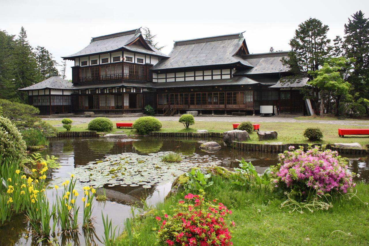 El jardín del palacete residencial del conde de Uesugi emula el jardín del palacio Hama-rikyū de Tokio. (Fotografía cortesía de la residencia del conde de Uesugi)