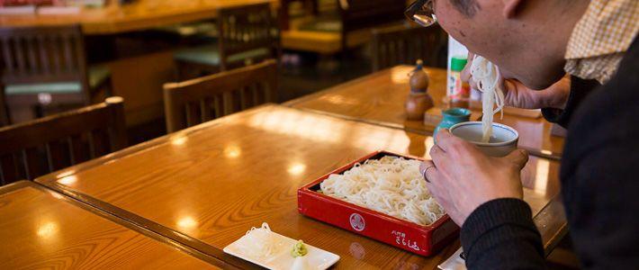 Por qué los japoneses comen los fideos haciendo ruido? | Nippon.com
