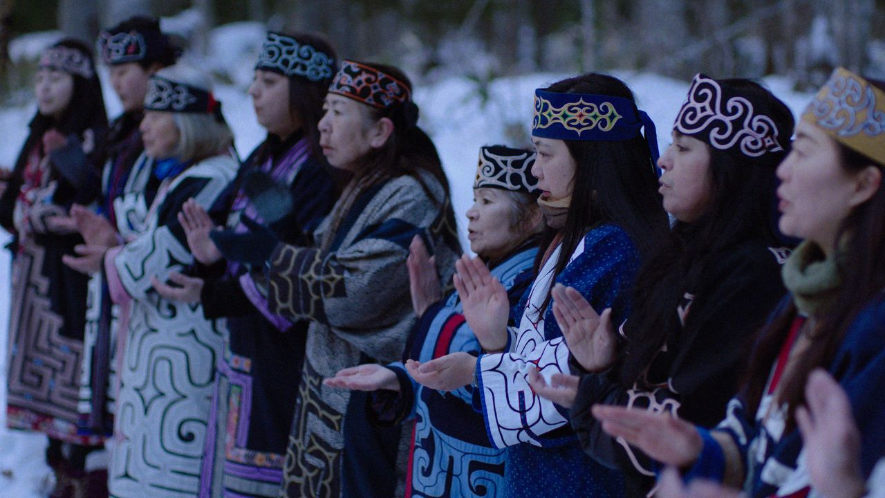 Les résidents du lac Akan participent au film (© Ainu Mosir LLC/Booster Project)