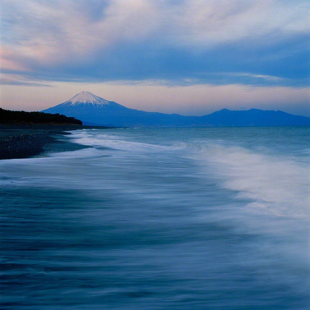 2. 從三保海岸眺望富士山。 1月。