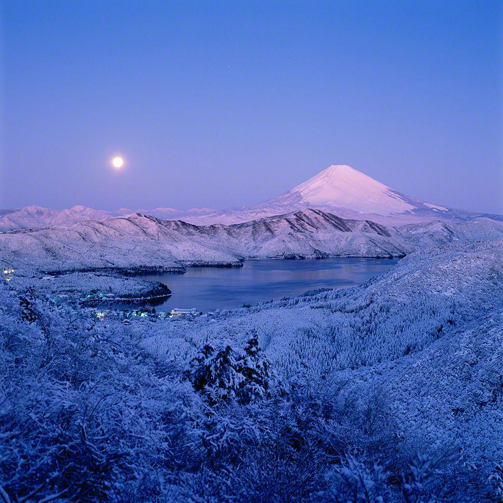 3. 寒月與富士。 1月。