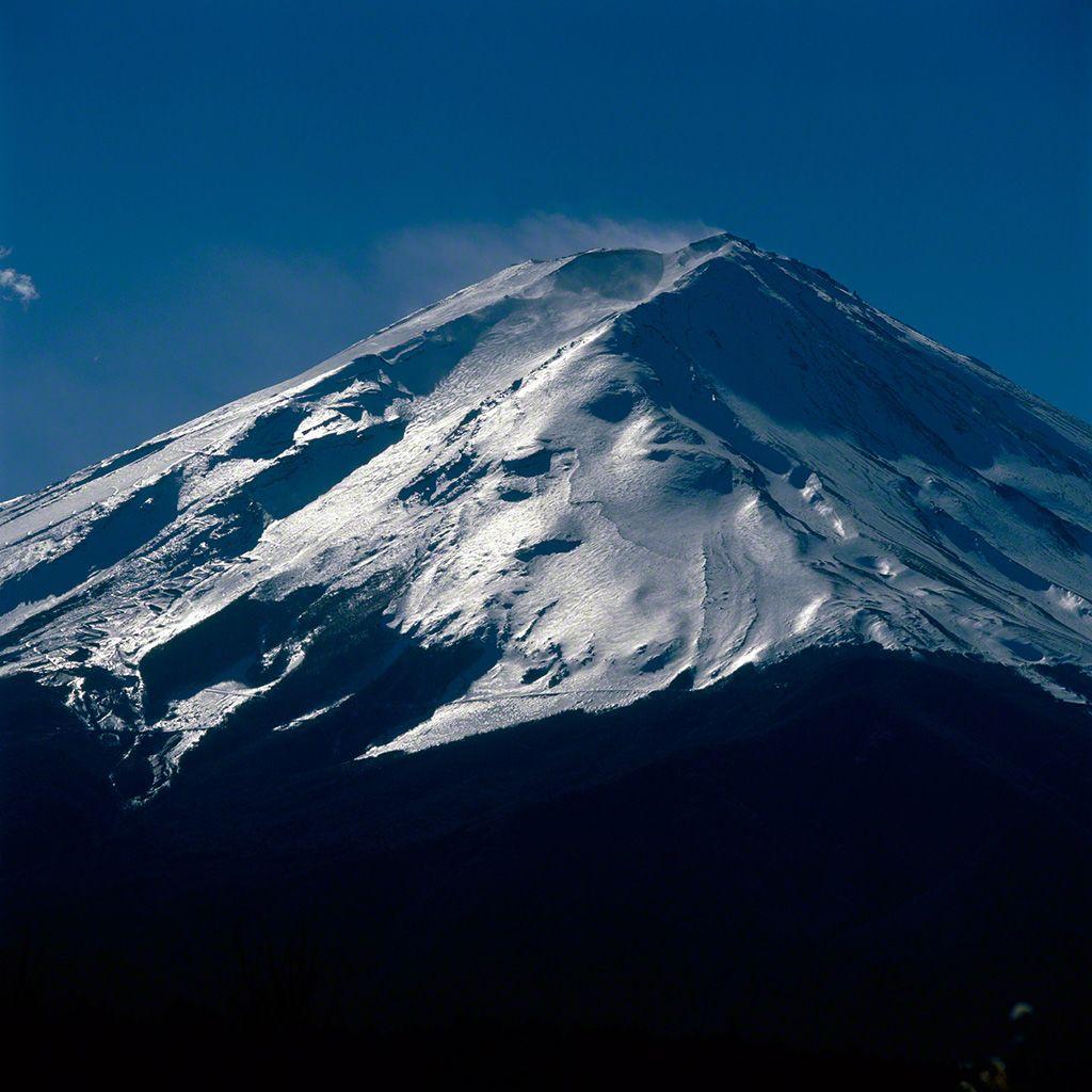 5. 逆光中的富士山。 1月。