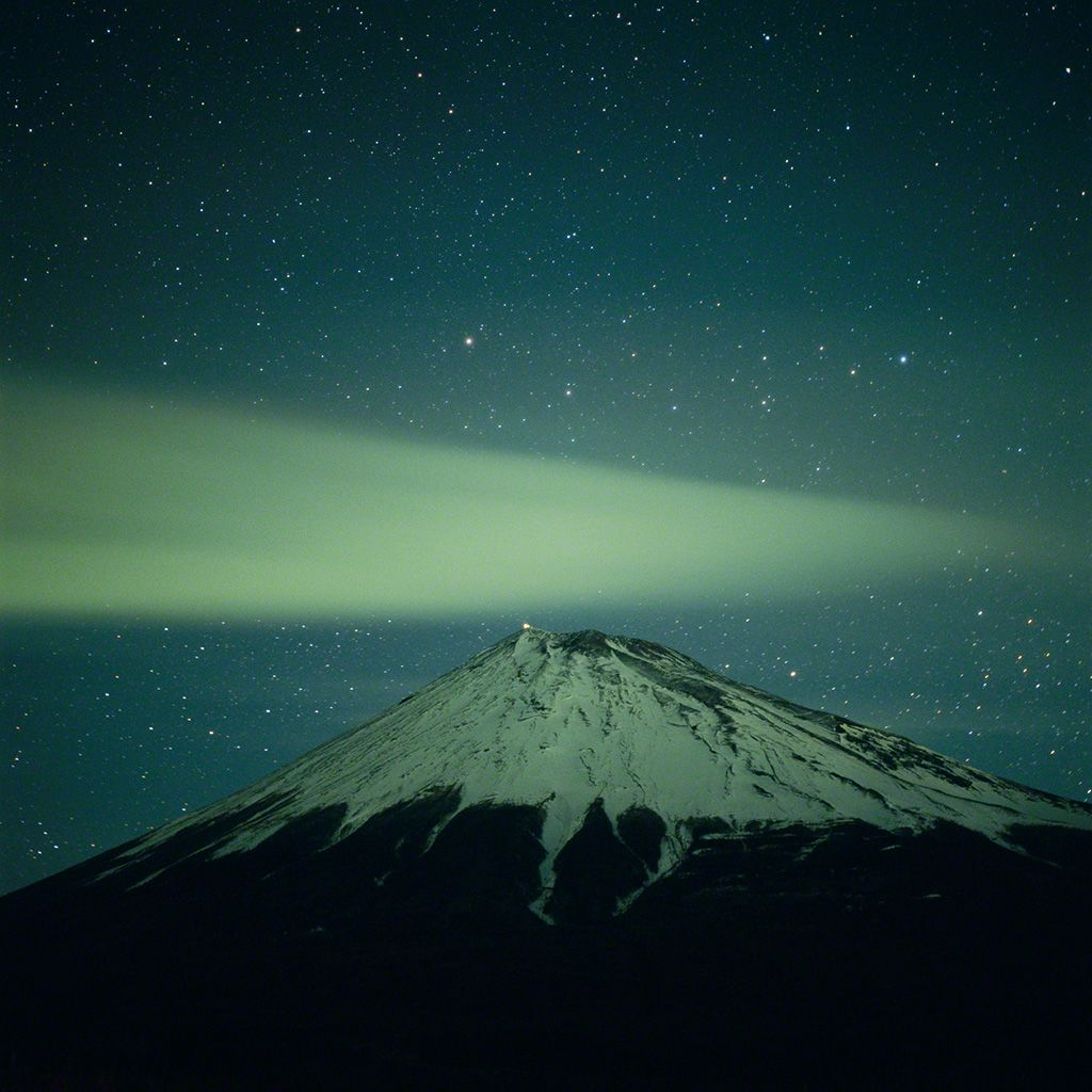 7. 北極星與富士山。 2月。
