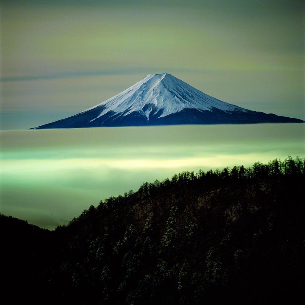 10. 子夜富士。 3月。