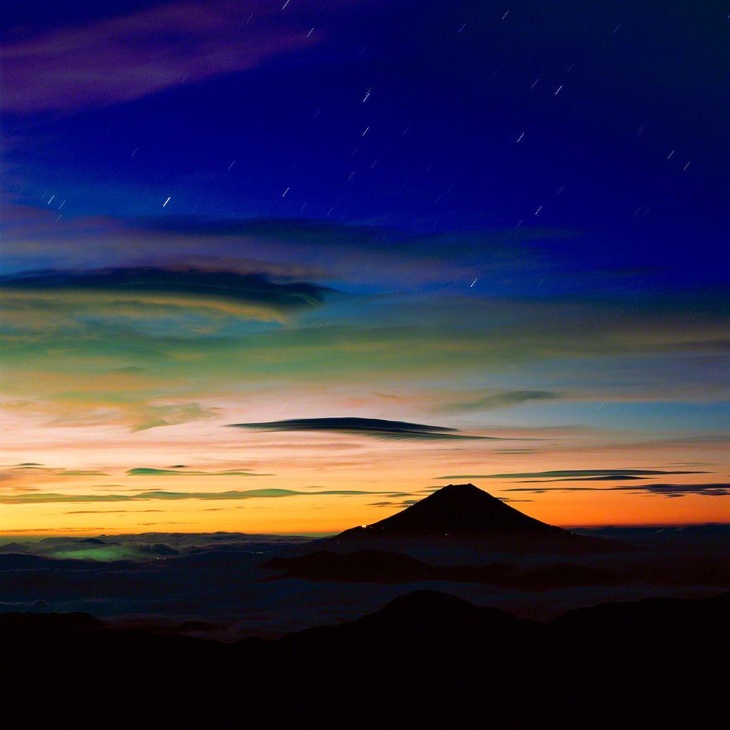 15. 梅雨初霽的富士山。 7月。
