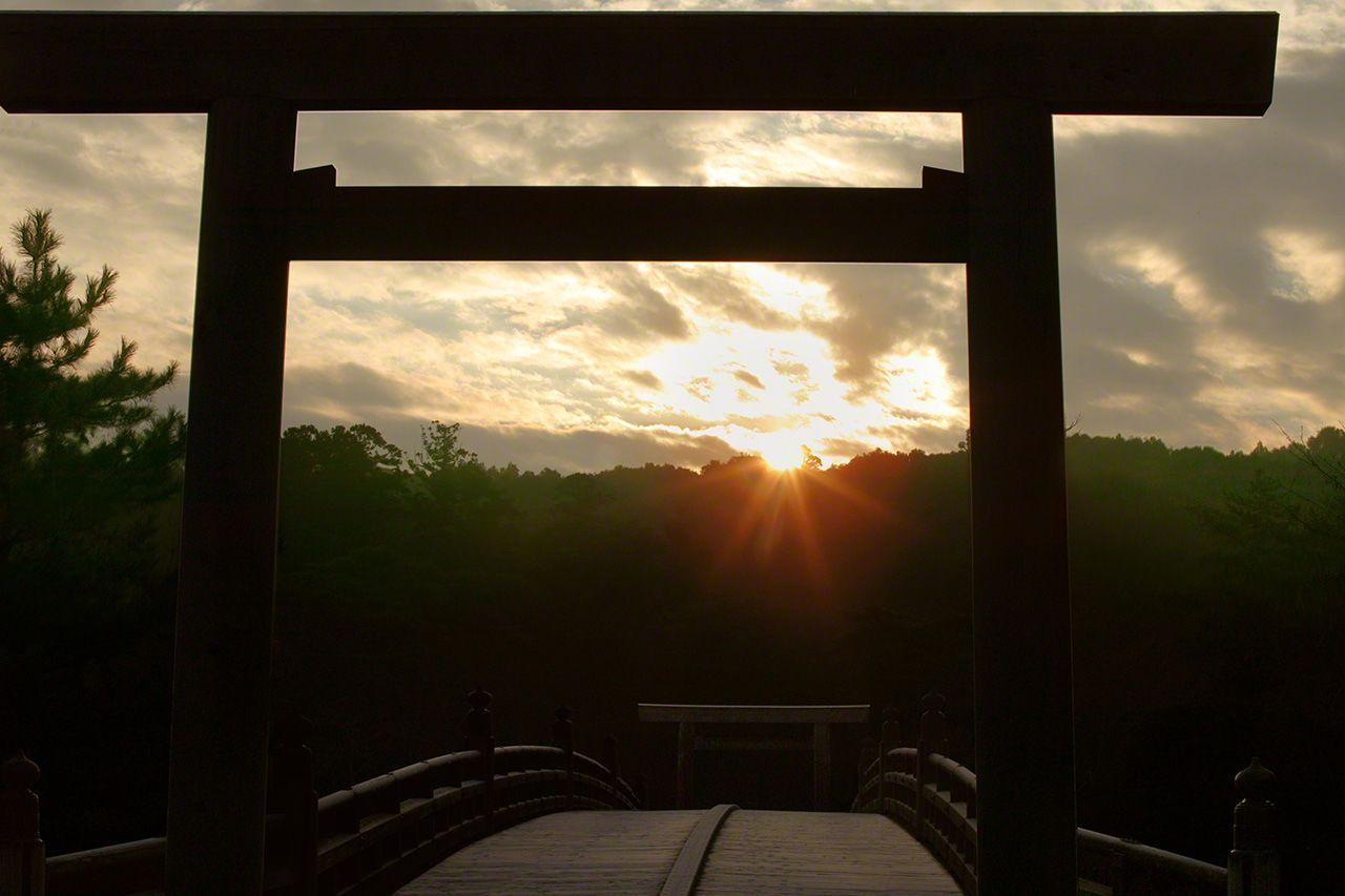 1月1日 初一日出。朝陽從宇治橋上升起