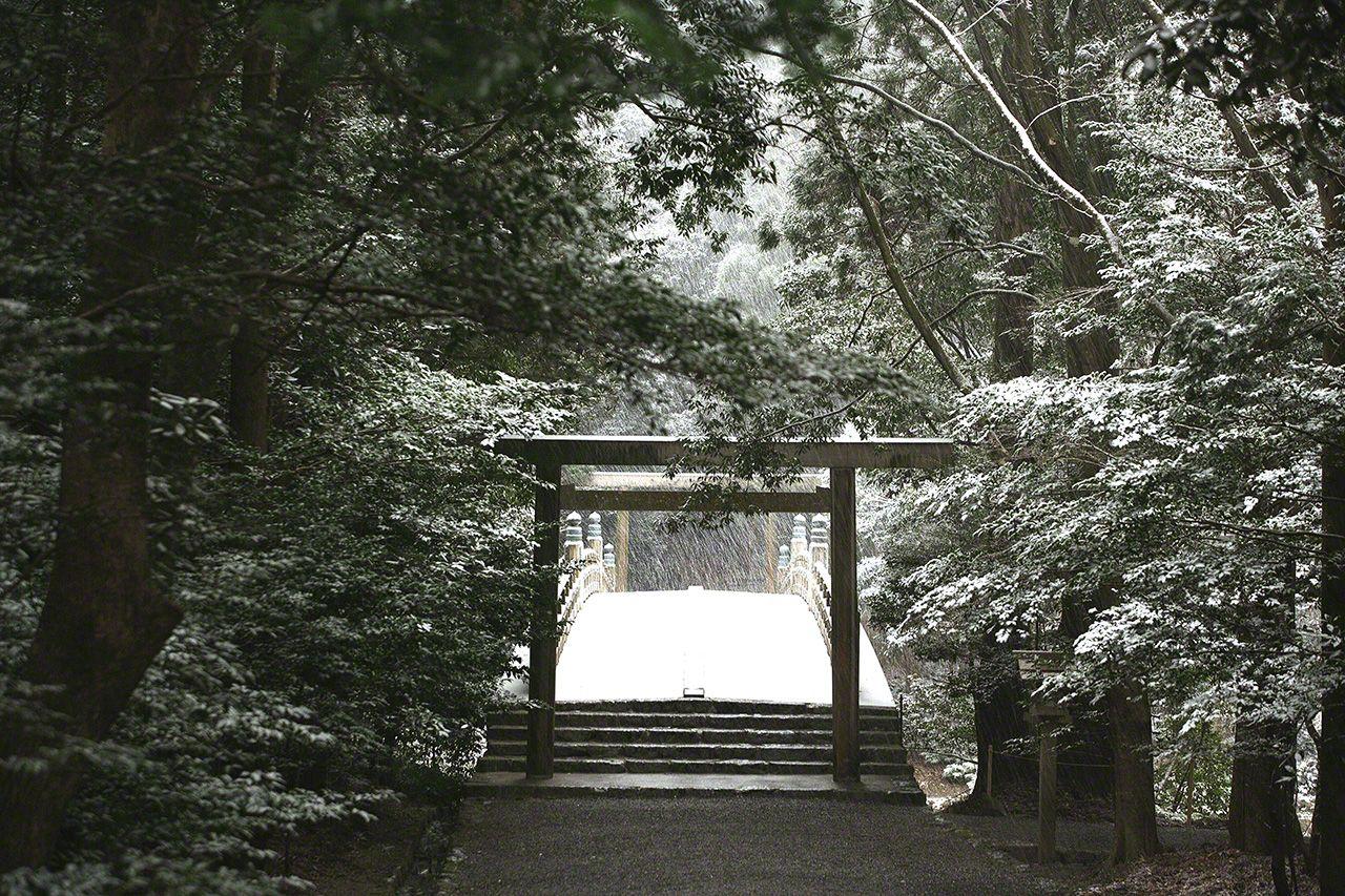 2月9日 內宮的風日祈宮橋雪景。伊勢罕有降雪,身在神社,雪景也溫馨