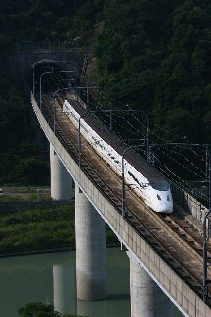 橫渡熊本縣球磨川的九州新幹線