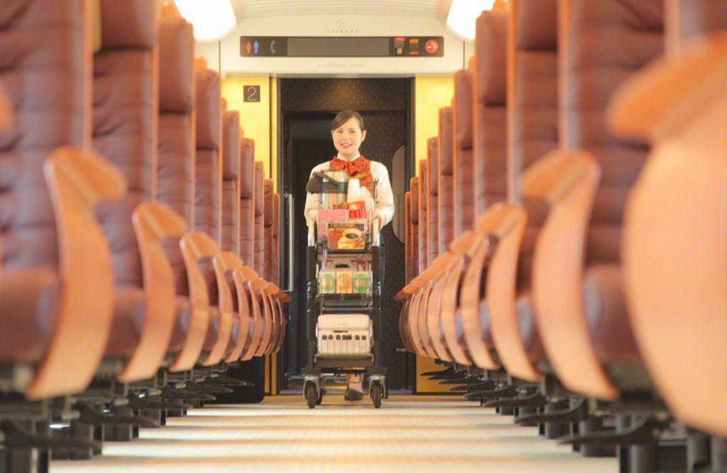九州新幹線的乘客座席,使用了山櫻和樟木等九州產的木材。