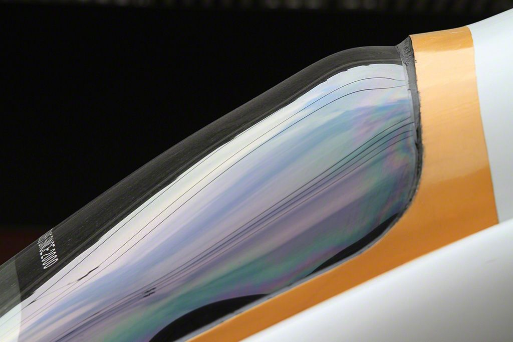 """行駛在長崎本線上的""""白色海鷗"""" 號駕駛室的側面景觀。"""