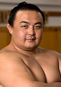 試練を乗り越えて活躍する初の中国人力士・蒼国来関 | nippon.com