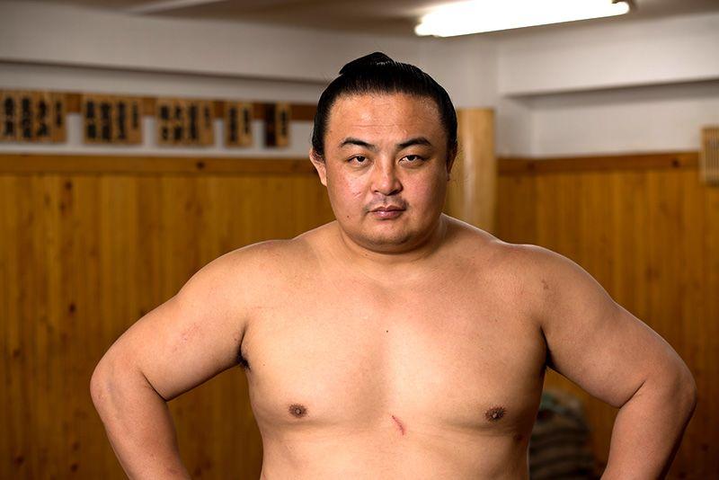 試練を乗り越えて活躍する初の中国人力士・蒼国来関   nippon.com