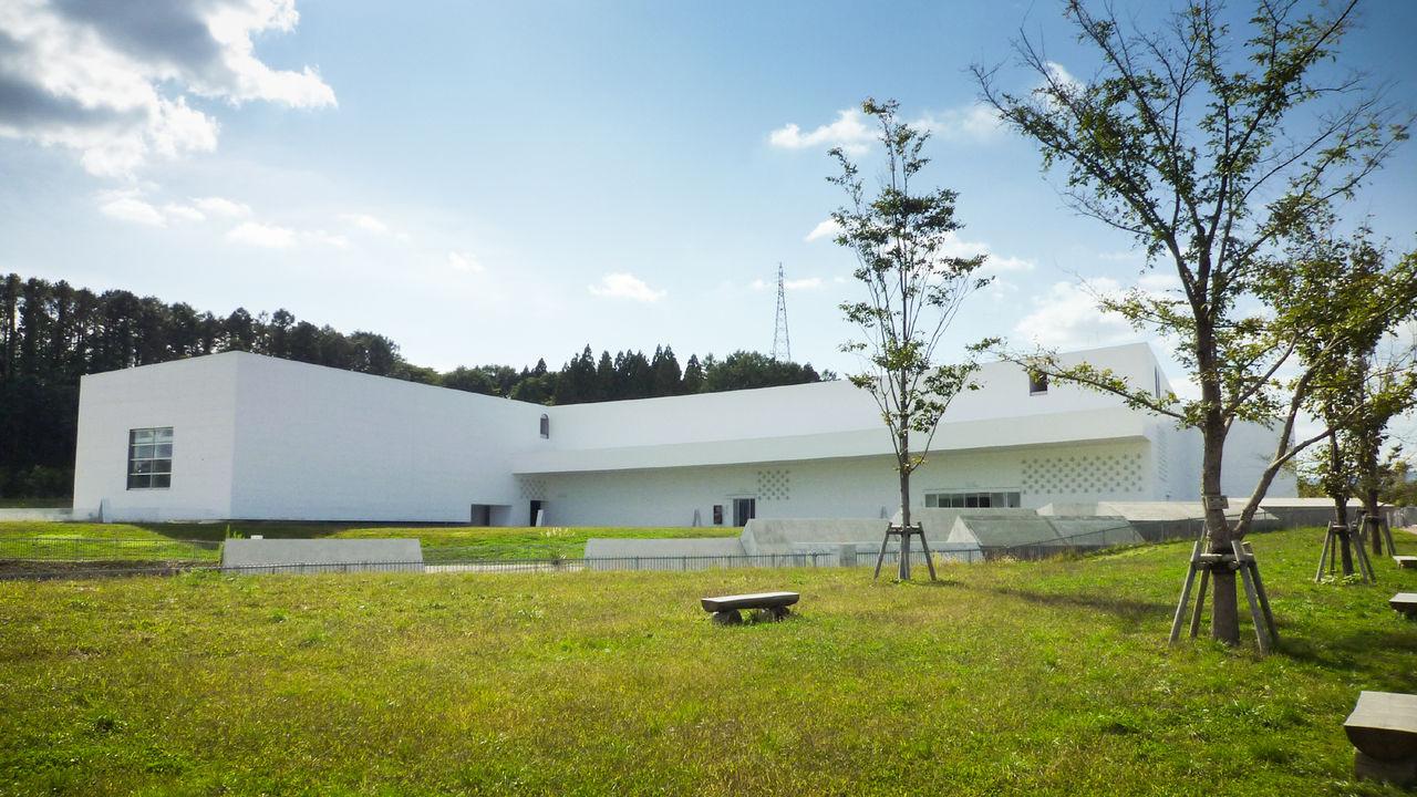 個性あふれる郷土作家のコレクションを誇る「青森県立美術館」:青森の ...