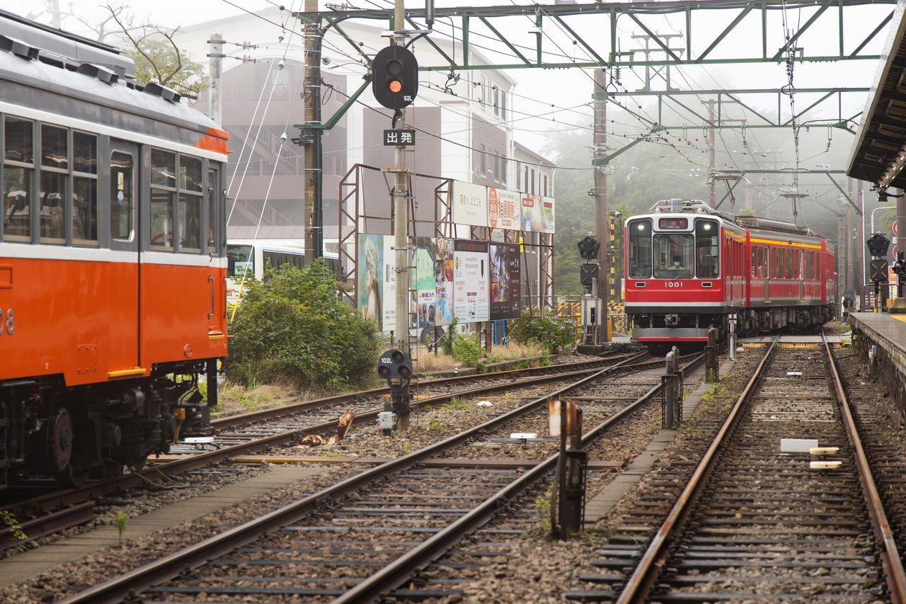 強羅駅に入ってくる試運転中の車両(2020年7月16日)