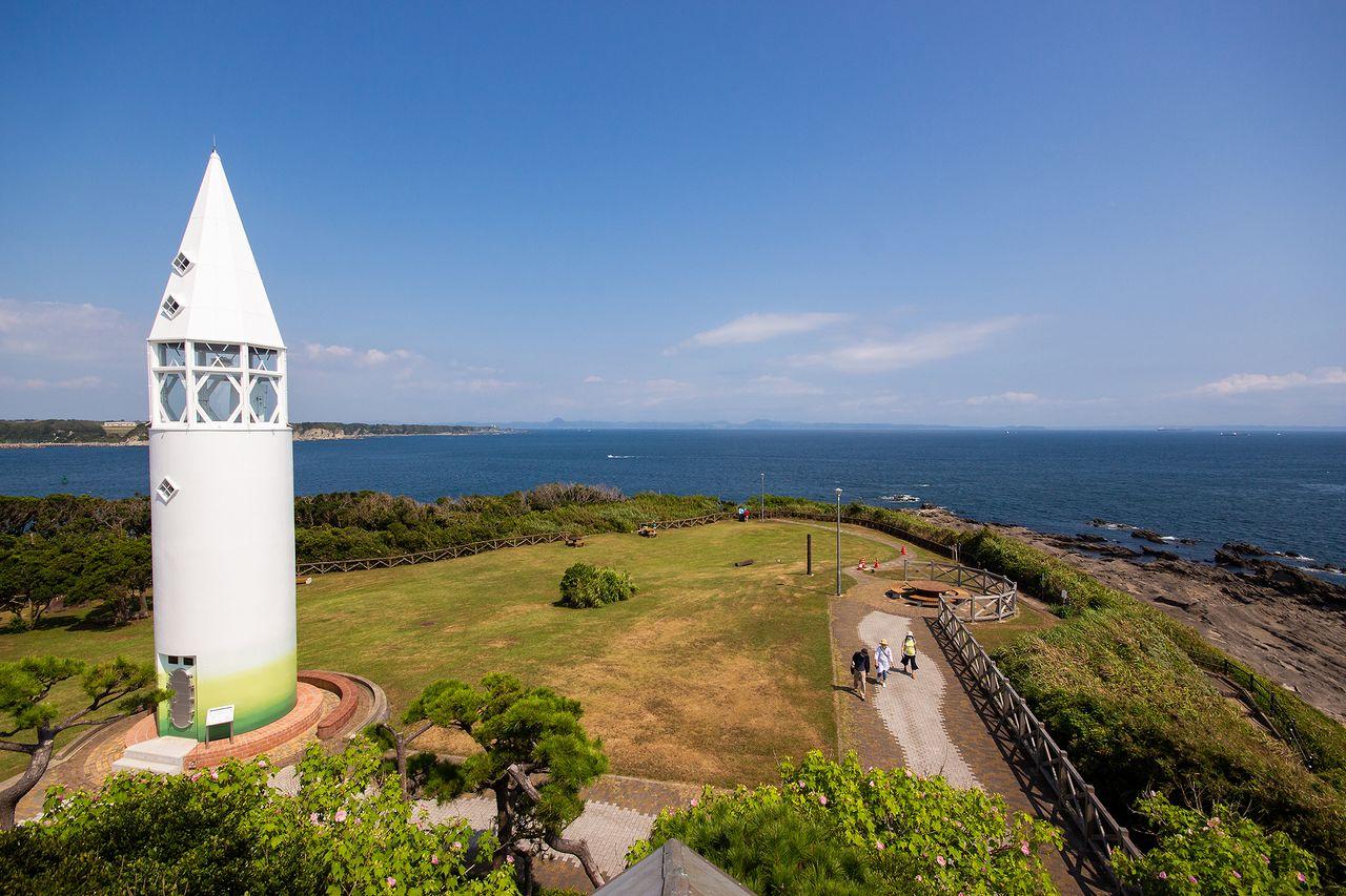 晴天の日には房総半島まで一望できる城ケ島公園から風景