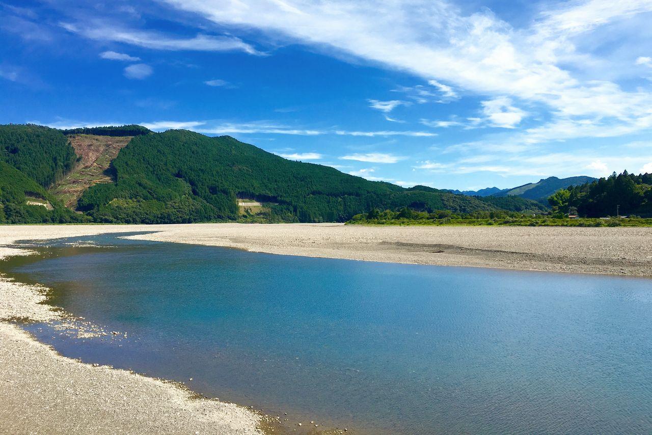 「川の参詣道」と呼ばれる熊野川 写真提供:公益社団法人 和歌山県観光連盟