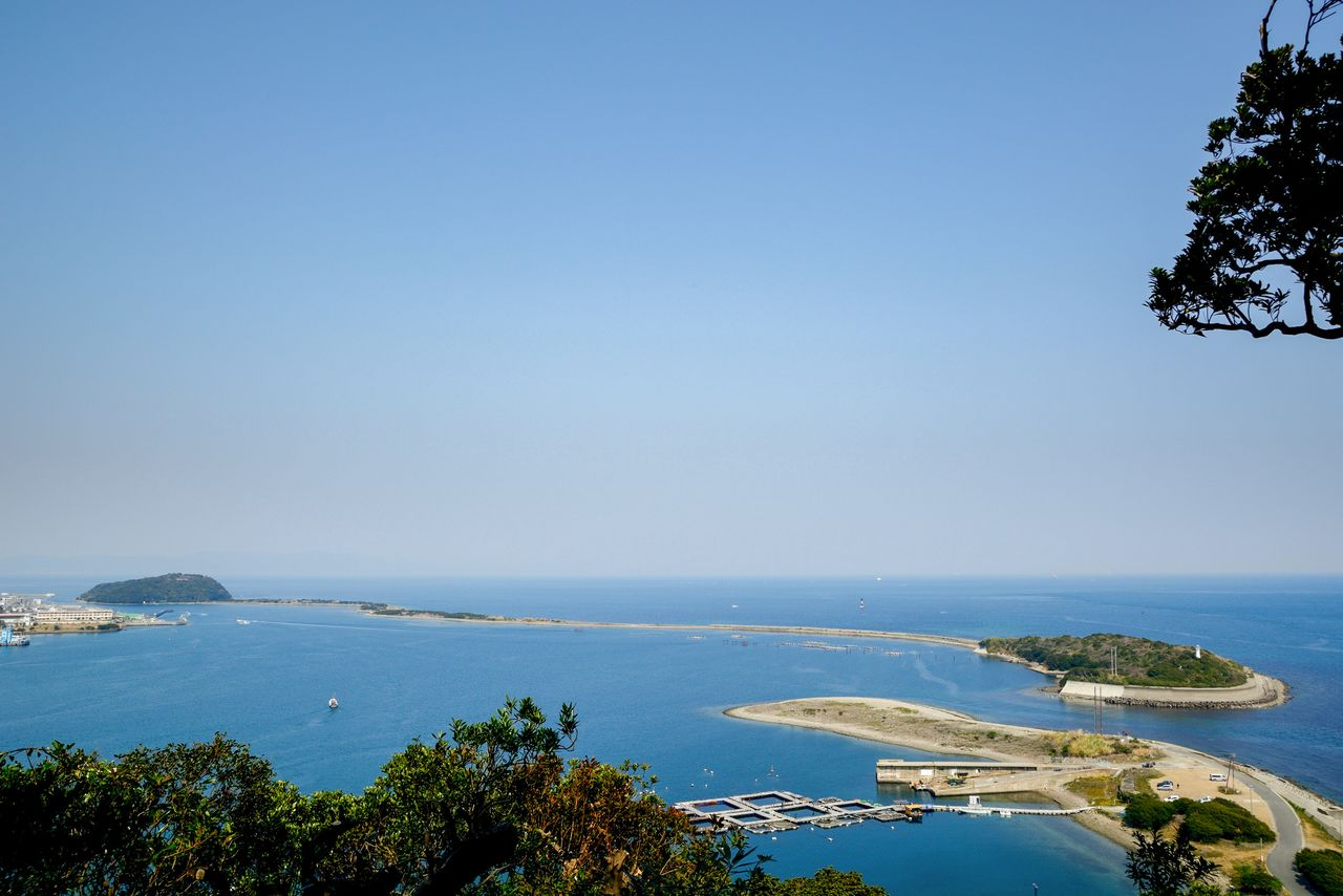 淡路島東部にある約3キロの砂州・成ヶ島 写真:PIXTA