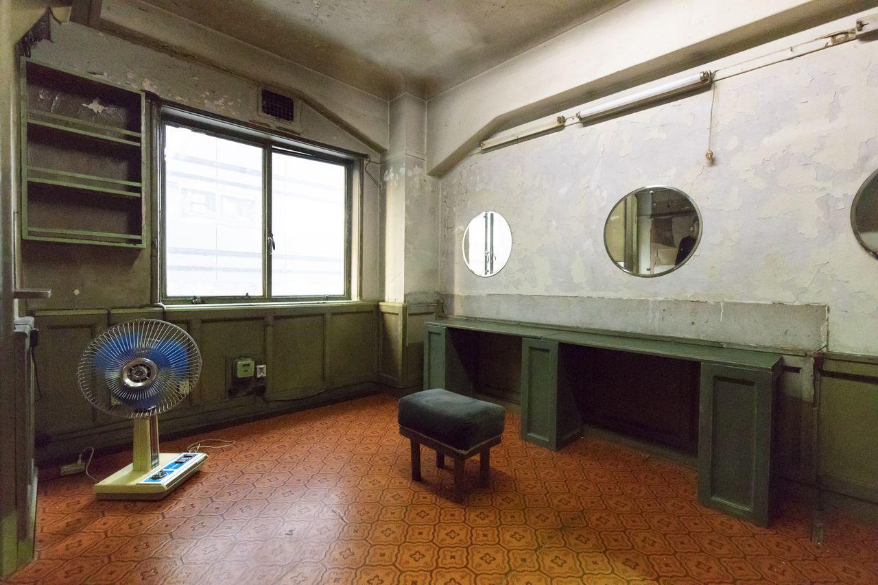 ビル 奥野 奥野ビルはギャラリーが多い!怪しいビルの全貌をご紹介!│泉浩兵ブログ
