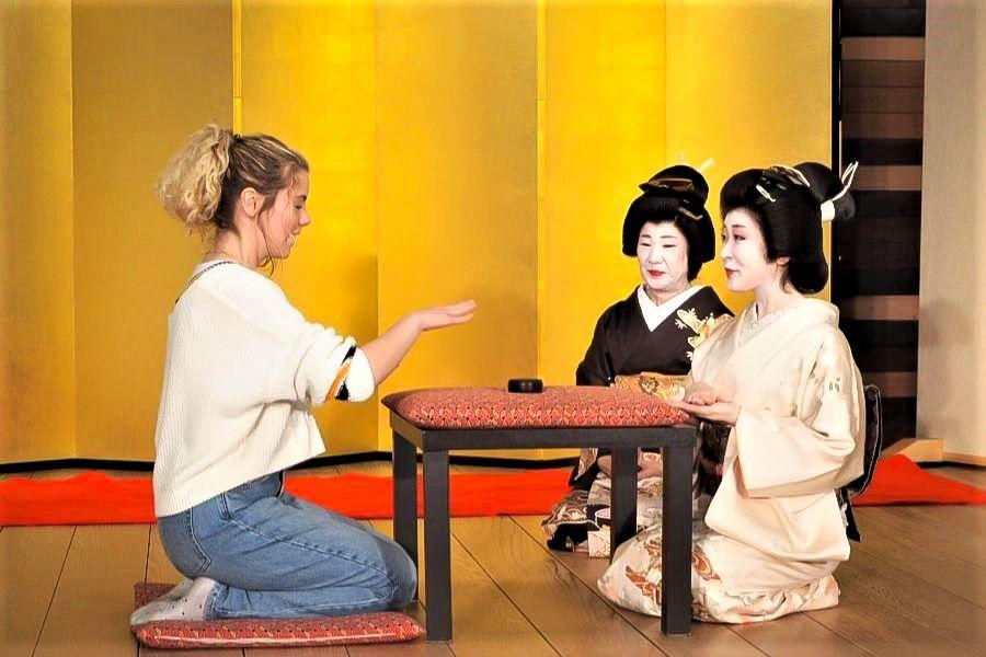 湯本見番で開催されるMeet Geishaでは、英語でお座敷遊びが楽しめる