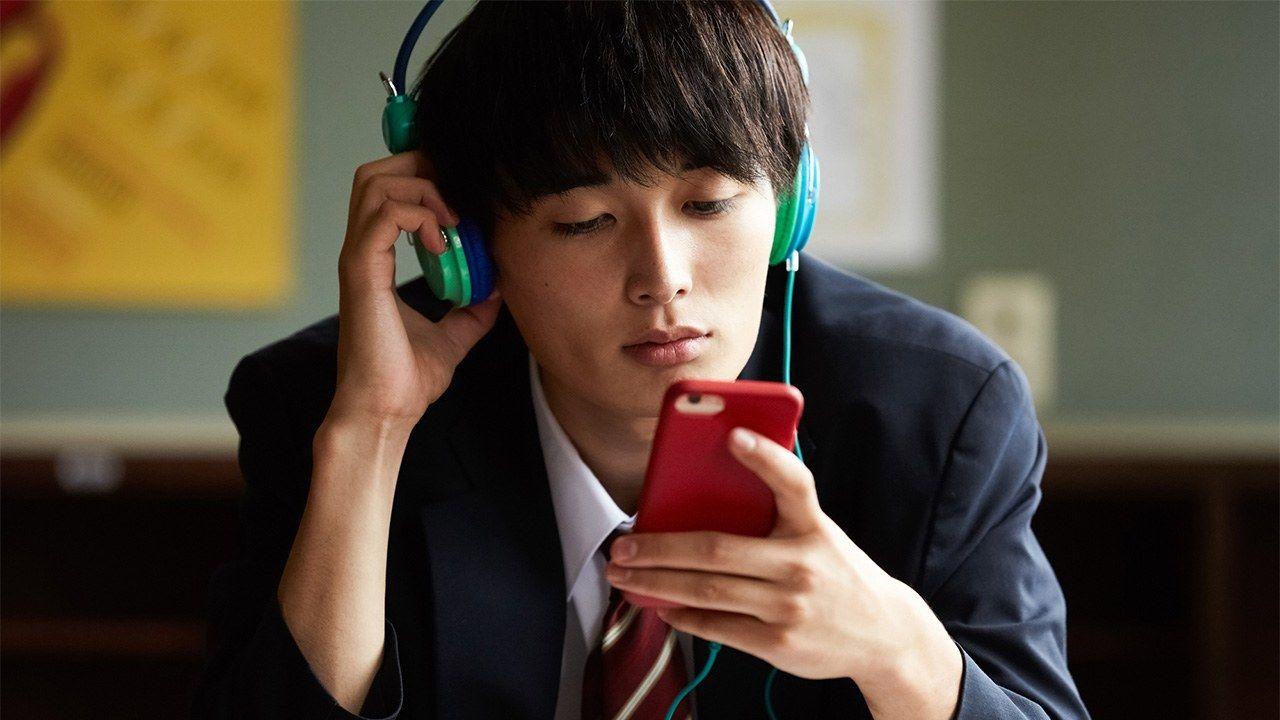 高校生のネット利用は1日平均4時間 : 内閣府の実態調査 | nippon.com