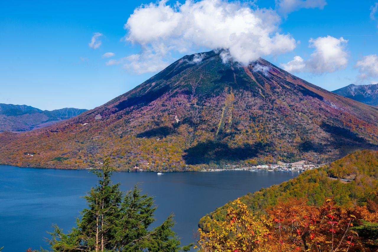 日光富士 : 男体山(PIXTA)