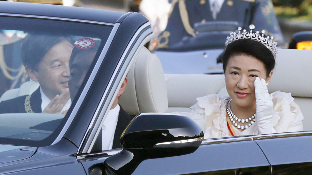 皇后雅子さまの頑張りに国民が声援:即位パレード中に起きた回復を ...