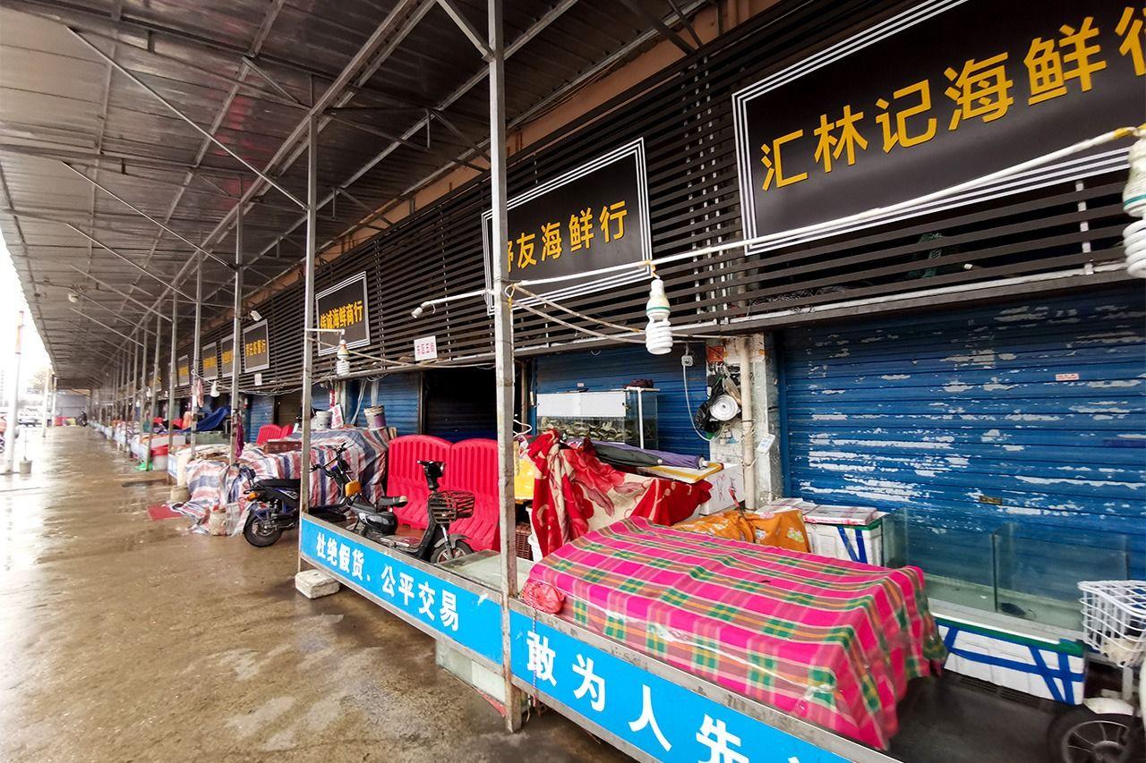 発生場所とされた中国武漢の市場(アフロ)