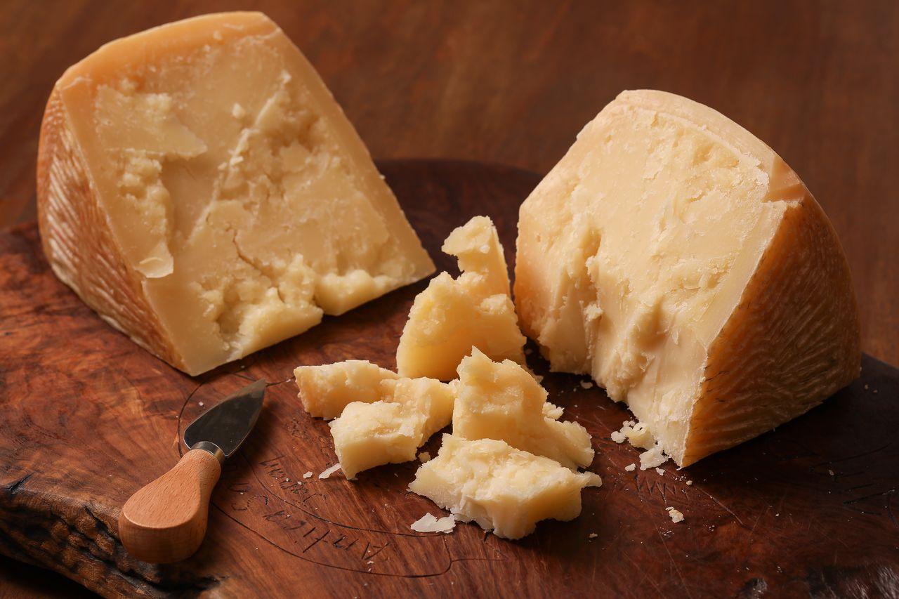 従来から限定生産していた熟成チーズ ファットリアビオ北海道提供
