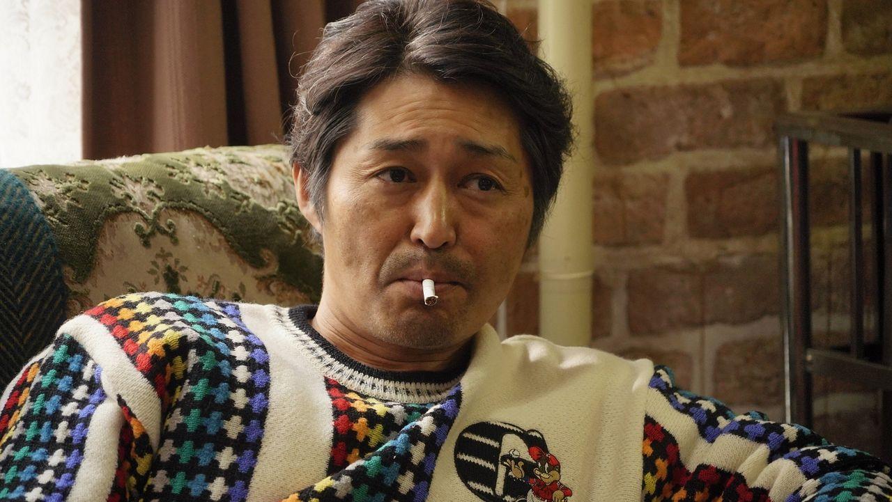雅代の父でホテルの創業者、大吉(安田顕)。甲斐性がなく妻に逃げられる ©桜木紫乃/集英社 ©2020映画「ホテルローヤル」製作委員会