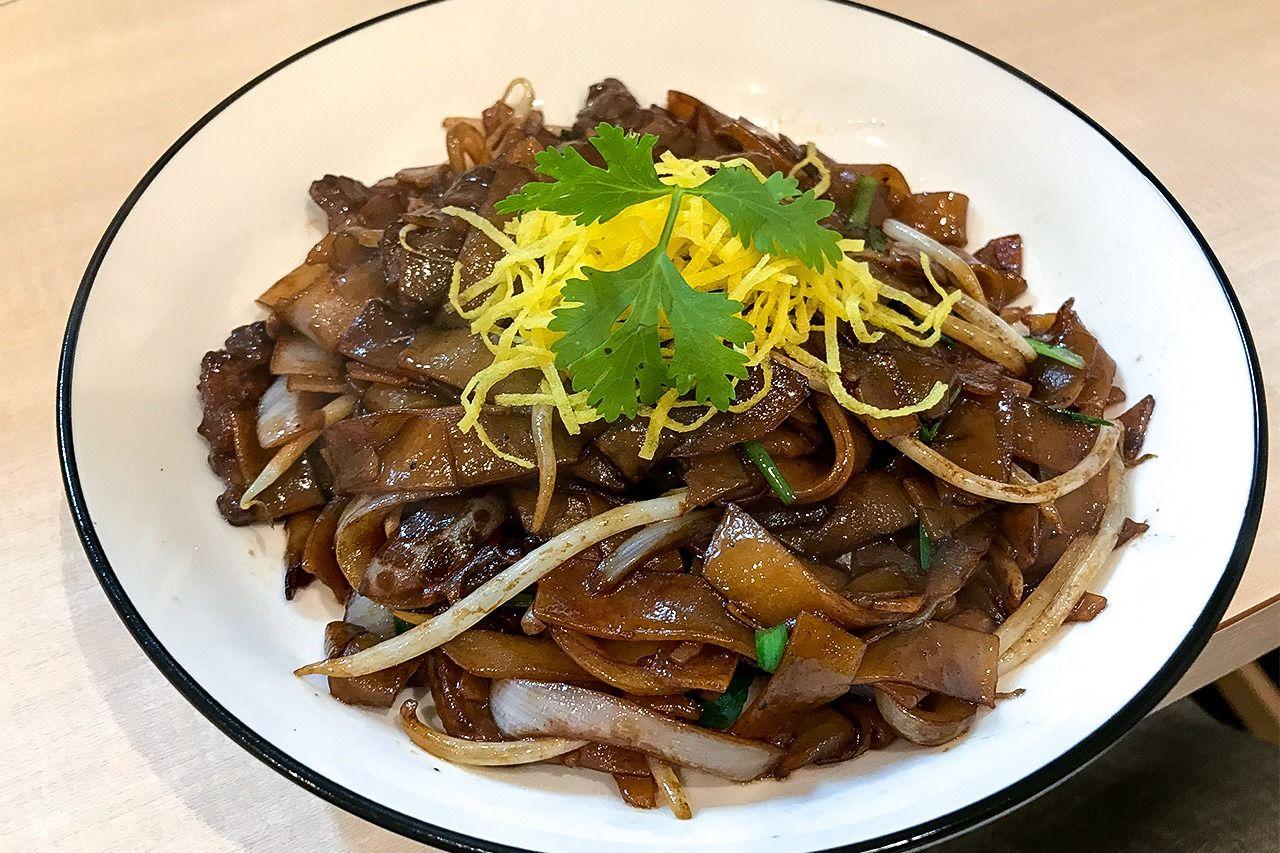 「火炎」の看板料理である乾炒牛河(牛肉フォー炒め)。鄧日成さんはフォーを手作りするため、1週間で10皿ほどしか提供できない(筆者撮影)