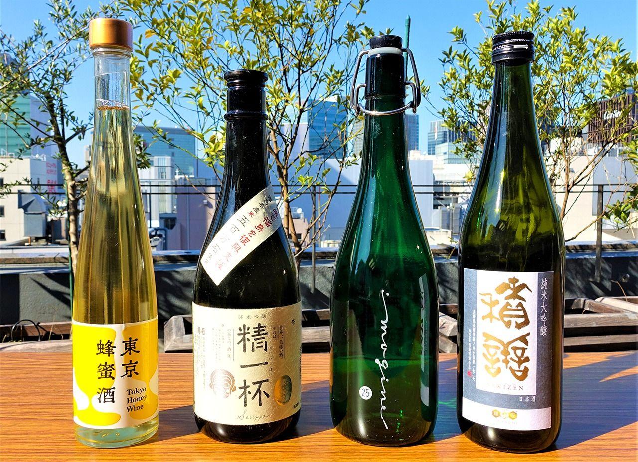 銀ぱちが企画して造られた酒、左から2本目が「精一杯」、右から2本目が「銀座芋人」