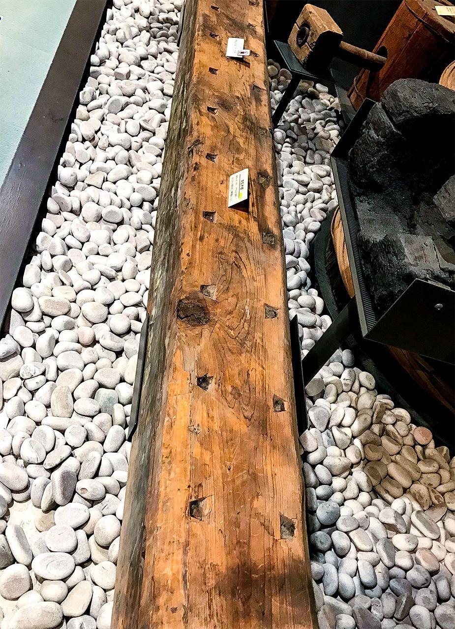 木製の樋/水道歴史館の展示物