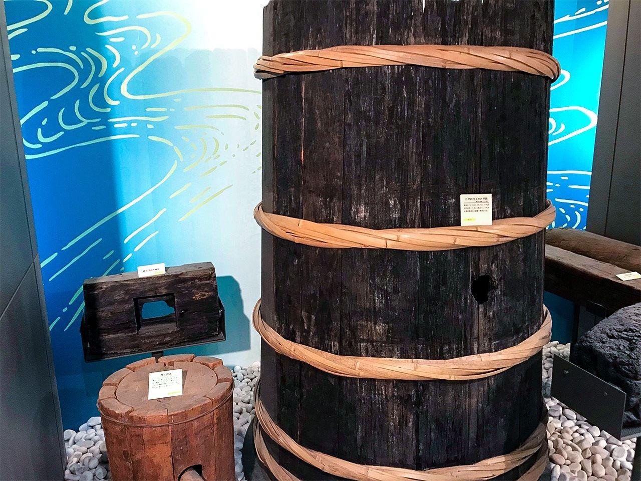 井戸最深部の桶/水道歴史館の展示物