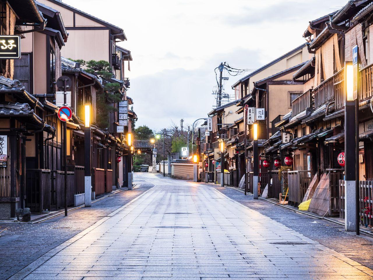祇園・花見小路の街並み(京都市東山区、PIXTA)