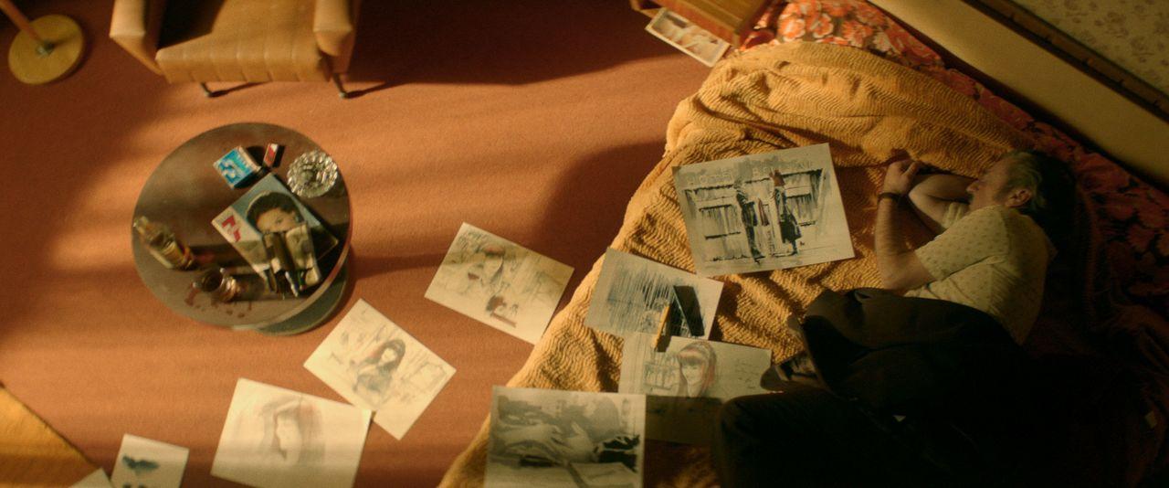 現代社会を呪うロマンティックなヴィクトルは、古き良き時代への旅を満喫する ©2019 - LES FILMS DU KIOSQUE - PATHÉ FILMS - ORANGE STUDIO - FRANCE 2 CINÉMA - HUGAR PROD – FILS – UMEDIA